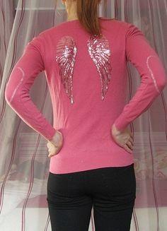 Kupuj mé předměty na #vinted http://www.vinted.cz/damske-obleceni/s-v-vystrihem/7898223-ruzovy-svetrik-s-kridly-na-zadech