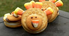 As Thanksgiving quickly  sneaks up on me  approaches, I've come to realize that I'm running out of days for Thanksgiving themed foods/crafts...