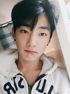 They are so Perfect Handsome Romantic Cute ~~~~~~~~~~~~~~~~~ Who's Like Th Korean Boys Ulzzang, Cute Korean Boys, Ulzzang Couple, Ulzzang Boy, Korean Men, Korean Girl, Cute Asian Guys, Asian Boys, Cute Guys