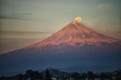 Full moon and Popocatepetl | Discovered from Dream Afar New Tab