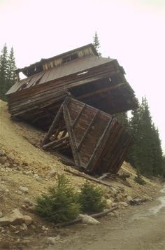 Ghost Towns | Hundreds of Pictures of Ghost Towns from Arizona, California, Nevada, Oregon, Utah, Colorado, New Mexico, Idaho and Montana