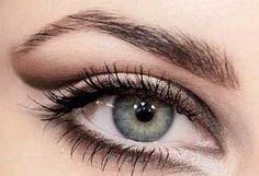 Zvýrazňujúce líčenie pre sivé oči