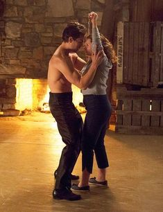 'Dirty Dancing': Abigail Breslin and Sarah Hyland First Pics of Remake