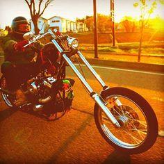 "from Instagram of ""eimitsu_k_74"" #harleydavidson  #motorcycle  #twincam  #chopper  #chopper  life #owaiknight ⚡@takayoshi.sato13 ⚡"