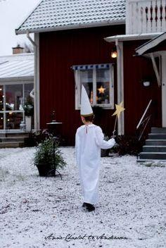 Jul i mitt hus - Hemma hos Lotta. Swedish Christmas, Scandinavian Christmas, White Christmas, Swedish Traditions, Christmas Traditions, Advent, Santa Lucia Day, Stockholm, Scandinavian Countries