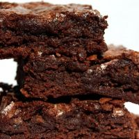 What we have here is the best marijuana brownie recipe around! And also one of the easiest. Marijuana brownies are delicious, and great to share with friends. Turn up with a batch of these bad boys are you will be the party hero! Just remember that eating marijuana has much stronger effects than smoking it, …