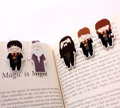 marque pages a l'effigie d' Harry Potter, du professeur Dumbldore, de Hagrid, de Ron et de Hermione