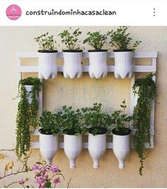 36 Handmade Recycled Bottle Ideas for Vertical Garden - DIY Garten Diy Home Crafts, Garden Crafts, Garden Projects, Garden Art, Garden Design, House Plants Decor, Plant Decor, Decoration Plante, Design Jardin