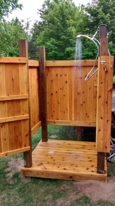 My outdoor shower. 28 Outdoor Shower Ideas with Maximum Summer Vibes Timber step up platform to hide drainage bathroom, Extraordinary Design Of Outdoor Shower Designs Made Of Wooden Element Which Is Installed On Hardwood Flooring And Enhanced With Natural Outdoor Shower Enclosure, Pool Shower, Garden Shower, Diy Shower, Shower Ideas, Outdoor Baths, Outdoor Bathrooms, Outdoor Toilet, Backyard Patio
