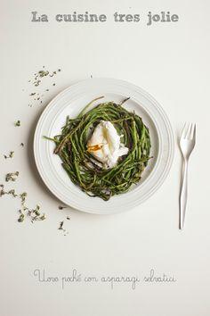 Uovo poché con asparagi