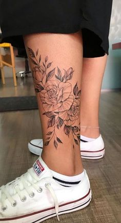 40 Tatuagens Femininas no tornozelo para se inspirar – Fotos e Tatuagens - hübsche Tätowierungen Flower Leg Tattoos, Girl Leg Tattoos, Ankle Tattoos For Women, Tattoo Girls, Body Art Tattoos, Sleeve Tattoos, Female Leg Tattoos, Tatoos, Pretty Tattoos For Women