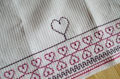 sydämiä Crafts To Do, Easy Crafts, Swedish Embroidery, Swedish Weaving, Textile Fabrics, Sewing For Kids, Needle And Thread, Blackwork, Handicraft