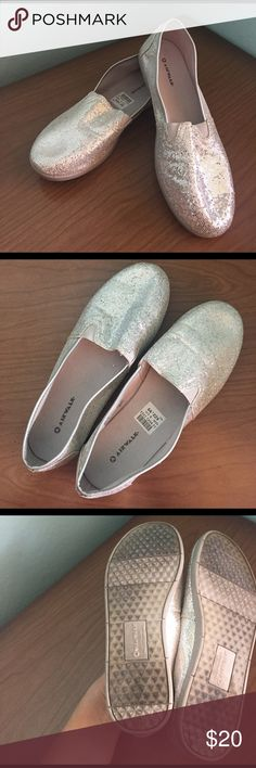 ✔️🆒Shiny, Silver and Sleek! Slip on Airwalks!! Silver, sporty and sparkly!!! Women's slip-on Airwalks, size 6.5. 💗 Good condition. Some minor wear. They will make any outfit pop! Sleek and shiny! Just in time for the Spring! ☀️🌻 Airwalk Shoes Flats & Loafers