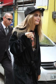 All round source for everything Cara Delevingne! Fan Site - We do not take any credit for the media posted. Cara Delevingne Photoshoot, Cara Delevingne Style, Cara Delvingne, Burberry, British Fashion Awards, English Fashion, Woman Crush, Mannequin, Glamour