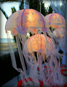 Jellyfish Lights ~ Beach House Decorating | DIY Coastal Craft Project: | http://nauticalcottageblog.com