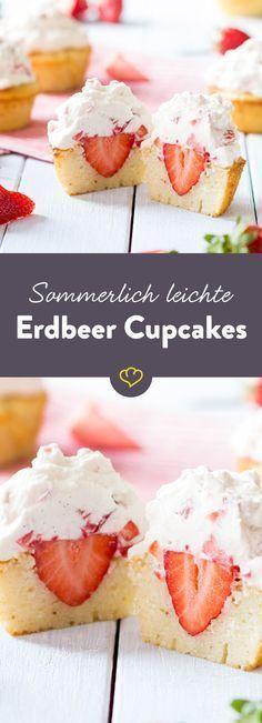 Hier kommen Erdbeeren nicht nur im Frosting groß raus - eingebettet im Cupcake-Teig, hat sich außerdem noch eine fruchtige Erdbeer-Überraschung versteckt. Cupcake Recipes, Baking Recipes, Cupcake Cakes, Dessert Recipes, Frosting Recipes, Frosting Cupcake, Dessert Blog, Strawberry Cupcakes, Strawberry Recipes