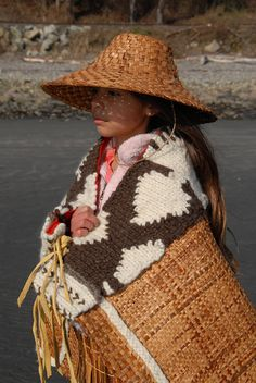 Cedar Bark Hat woven hat Arte Haida, Haida Art, African Head Wraps, African Hairstyles, Work Inspiration, Hair Ornaments, Look Alike, Celebrity Style, Head Scarfs