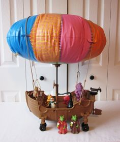 Teddy Ruxpin: The Airship! My Uncles got me this when I was a kid! I loved it! Teddy Ruxpin, Toy Labels, The Balloon, Childhood Memories, Art For Kids, Balloons, This Or That Questions, Toys, Birthday Presents