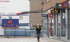 La banca se ceba con las oficinas y los cajeros automáticos