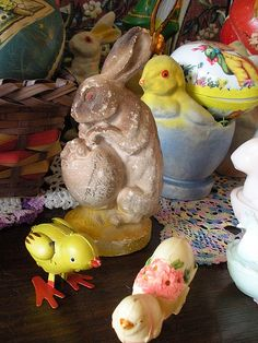 1921 Chalkware Rabbit & Egg Easter Bunny, Easter Eggs, Holiday Fun, Holiday Ideas, 1950s Toys, Easter Greeting, Vernal Equinox, Birds And The Bees, Peter Cottontail