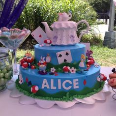 We Heart Parties | Alice In Wonderland cake