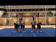 Beginning Pyramid short transition ball up Easy Cheerleading Stunts, Cool Cheer Stunts, Cheerleading Cheers, School Cheerleading, High School Cheer, Cheer Dance Routines, Cheer Moves, Cheer Workouts, Cheer Stretches