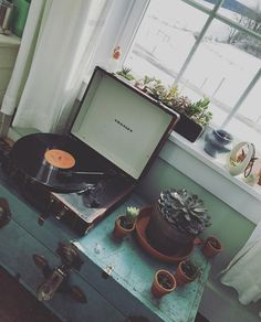Kicking back on a Sunday arvo........@leahzimm00 has the right style! iWorld has all your Crosley needs https://www.iworldonline.com.au/index.php/brands/crosley.html