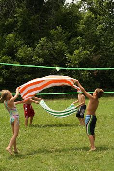A hot day+a bunch of kids+balloons+water+towels=Water balloon volleyball!!