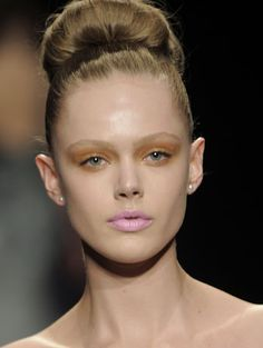DONNA KAREN runway hair