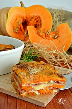 Gratin de courge, emmental et speck - Tortino zucca Pumpkin Recipes, Veggie Recipes, Vegetarian Recipes, Healthy Recipes, No Salt Recipes, Great Recipes, Good Food, Yummy Food, Food Photo