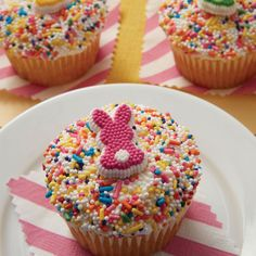 easy home made Easter bunny cupcake ideas - DIY Easter cupcakes with sprinkles - cute Easter treat ideas
