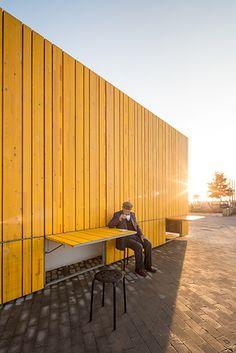 À Ragusa en Sicile, l'ancien pavillon de vente de tickets du centre sportif a été transformé en un café. Souhaitant redynamiser le quartier et répondre aux souhaits des habitants, la mairie a confié le projet de réhabilitation à l'architecte loc...