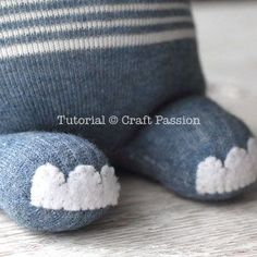 Sew sock elephant by using this ultimate sewing pattern and tutorial. Sock Elephant Pattern, Elephant Socks, Sewing Patterns Free, Free Sewing, Elephant Diaper Cakes, Elephant Stuffed Animal, Wool Dolls, Sock Toys, Sock Crafts