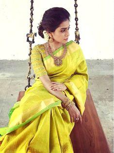 15 Pretty Half Hand Blouse Designs For Party Wear Sarees Elegant Saree, Elegant Dresses, Indian Attire, Indian Wear, Indian Sarees, Silk Sarees, Ethnic Sarees, Fancy Sarees, Cotton Saree