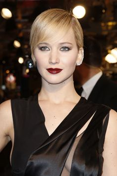 This Is the Hottest Hair and Makeup Look Jennifer Lawrence Has Ever Worn in Her Entire Life Jennifer Lawrence, Hunger Games, Celebrity Hairstyles, Cool Hairstyles, Red Carpet Makeup, Burgundy Lips, Blonde Actresses, Smoky Eyes, Bridal Makeup Looks