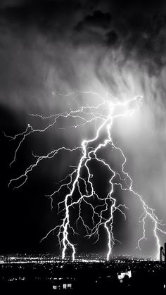 Nature Lightening Storm Over City iPhone wallpaper Black And White Picture Wall, Black And White Background, Black And White Pictures, Black Aesthetic Wallpaper, Aesthetic Iphone Wallpaper, Aesthetic Wallpapers, Black And White Wallpaper Iphone, Dark Wallpaper Iphone, Iphone Wallpaper Lightning