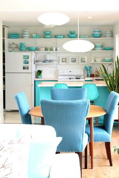 Pros Cons of an Open Concept Floor Plan // lake house with blue and turquoise kitchen and dining room decor