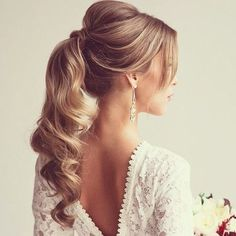 There are many choices of ponytail hairstyles that can be tried to enhance your appearance. From cute ponytails to high or low ponytail hairstyles, they can look messy, elegant and smooth. Cute Ponytail Hairstyles, Wavy Ponytail, Elegant Ponytail, Cute Ponytails, Up Hairstyles, Hair Updo, Hairstyle Photos, Bridal Hairstyles, Hairstyle Ideas