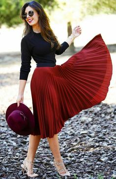 Black blouse and red midi skirt Black blouse and red midi skirt Mode Outfits, Trendy Outfits, Modest Fashion, Fashion Dresses, Meeting Outfit, Outfit Trends, Looks Chic, Church Outfits, Pinterest Fashion