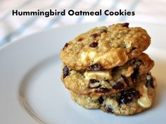 When you want a substantial treat, these oatmeal cookies are the solution.With banana, pineapple and coconut, they bring an exotic flavor to your kitchen.