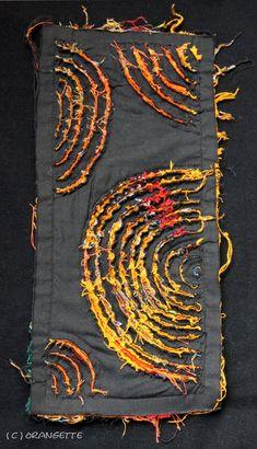 Transformation de chutes… – Fleurs d'Orangette Techniques Textiles, Fabric Manipulation Techniques, Techniques Couture, Sewing Techniques, Chenille Quilt, Rag Quilt, Sewing Art, Sewing Crafts, Fabric Art