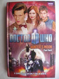 """Il romanzo """"Hunter's Moon"""" di Paul Finch è stato pubblicato per la prima volta nel 2011. È al momento inedito in Italia. Immagine di copertina della BBC. Clicca per leggere una recensione di questo romanzo!"""