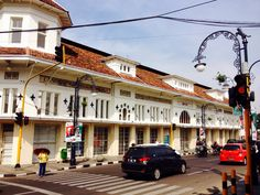 Bandung is rich in colonial buildings and beautiful. Come to Braga ...!