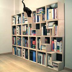 The Cat Library é uma estante modular adequada às necessidades dos felinos e dos livros.