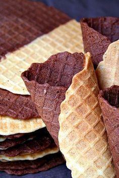 Chocolate & Vanilla Pizzelle Oueffs=eggs Farine t55=flour Cheminique=baking powder
