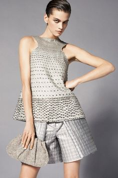 See the complete Giorgio Armani Resort 2015 collection.