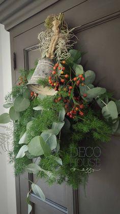 Natural Christmas, Cozy Christmas, Green Christmas, Rustic Christmas, Christmas Holidays, Christmas Wreaths, Christmas Ornaments, Ramadan Decorations, Outdoor Christmas Decorations