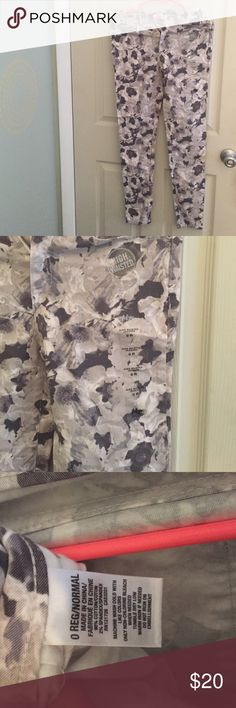 Aeropostale high waisted Jeggings Floral high waisted Jeggings. Never worn, still has the sticker tags that come on the pants. Aeropostale Jeans Skinny
