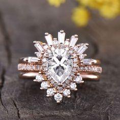 Unique Pear Garnet Wedding Set | BBBGEM Quartz Engagement Ring, Engagement Ring Settings, Vintage Engagement Rings, Wedding Ring Sets Unique, Bridal Ring Sets, Wedding Set, Garnet Wedding, Diamond Promise Rings, Black Rings
