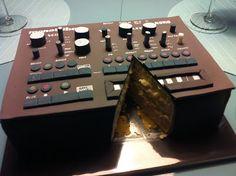 Wow! Great job, looks so  realistic...Synthesizer Cake- Liza